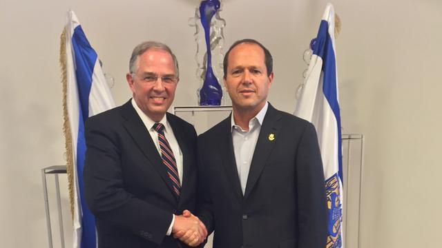 Élder Andersen se Encontra com o Prefeito de Jerusalém Durante Visita a Israel