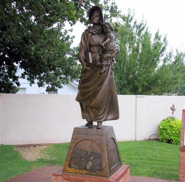 Memorial das mulheres pioneiras. Localizado em Washington, Utah e dedicado por Jeffrey R. Holland. Cortesia do waymaking.co