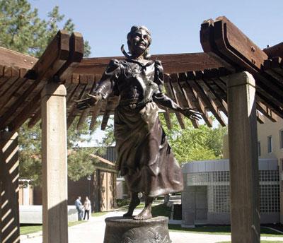 Memorial Nellie Pucell localizado em Cedar City, Utah e dedicado por Gordon B. Hinkley. Courtesia de Nauvoo Times.