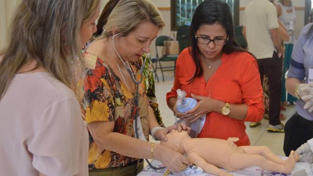 Jornada em Pediatria Neonatal em Caruaru pelo Mãos que Ajudam