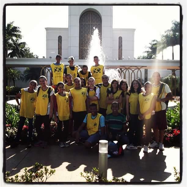 Jovens de Osasco caminham por 15 KM até o Templo