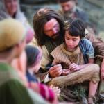 Salvador e uma criança - perspectiva mórmon sobre adoção