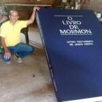 Livro de Mórmon Gigante