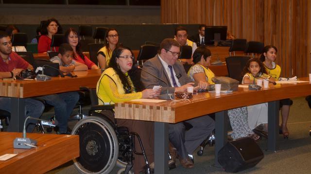 Câmara Legislativa do DF homenageia Mãos que Ajudam