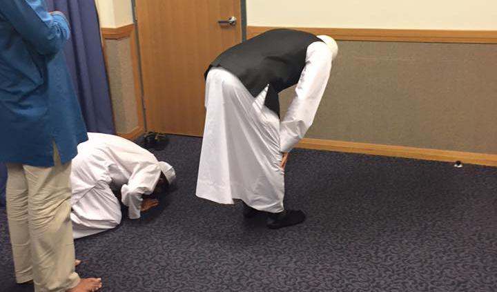 Muçulmanos Rezam em Capela Mórmon na Austrália