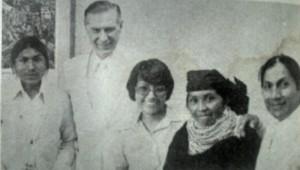 Élder Faust junto da família Tobamgo, que veio do Equador assistir as sessões da dedicação e realizar suas ordenanças.