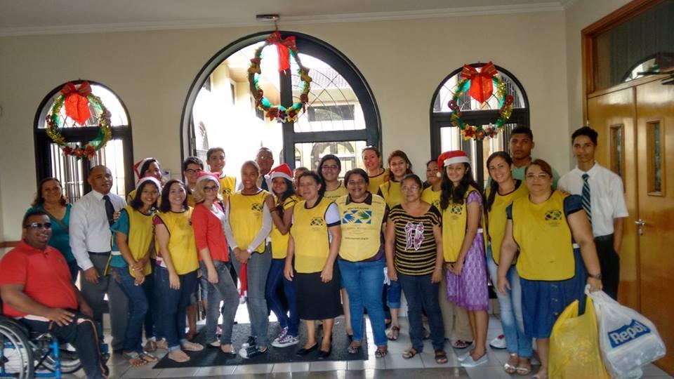 Estacas de Fortaleza entregam kits de bebês em Hospitais