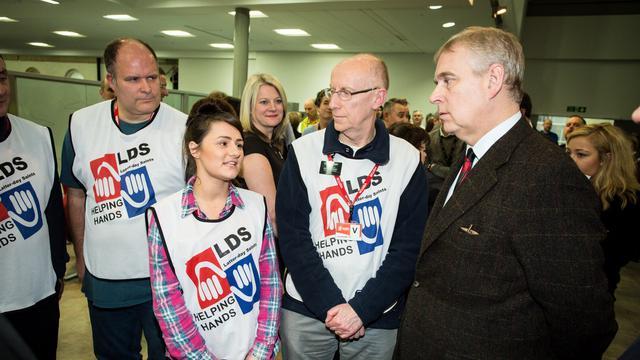 Realeza do Reino Unido Agradece Voluntários do Mãos Que Ajudam