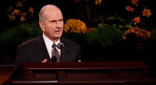Norma da Igreja que adia o batismo de crianças (que morem com casais do mesmo sexo) decorre de revelação, afirma Presidente Nelson
