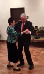 [VIDEO] Presidente Uchtdorf dança música mexicana com a esposa