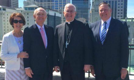 """Arcebispo Kurtz: Mórmons e Católicos """"Permanecem Unidos"""" em Assuntos Importantes"""