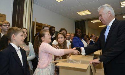 Presidente Dieter F. Uchtdorf visita Cidade Natal e Compartilha Mensagens de Fé