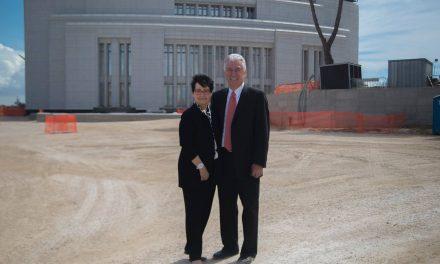 Presidente Uchtdorf visita a construção do Templo de Roma