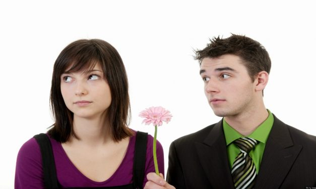 Para Rapazes: Atraindo Aquela Moça Com 9 Dicas Práticas