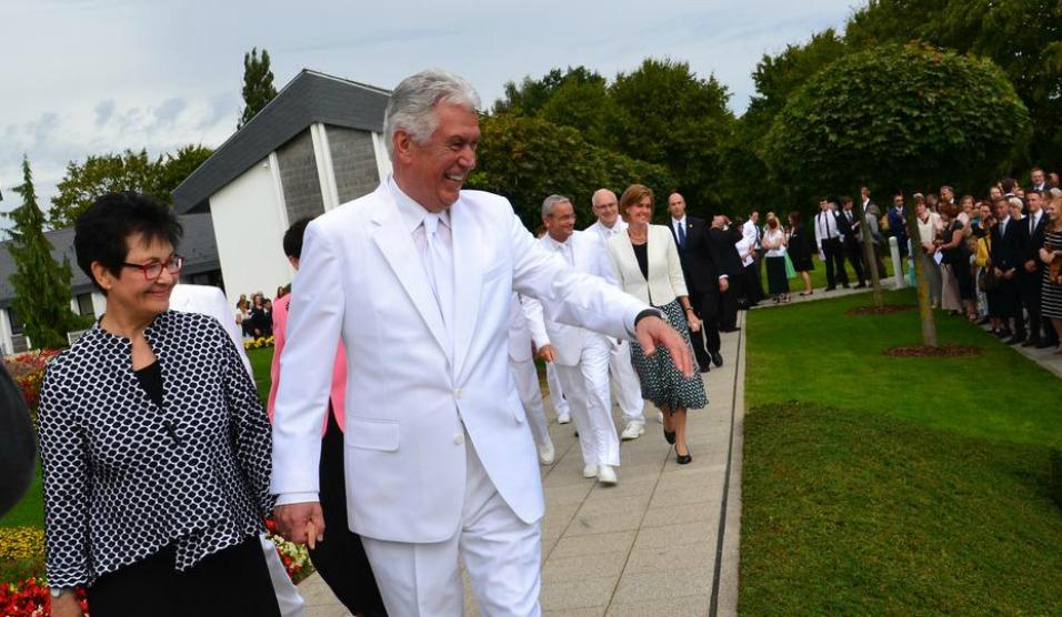 Presidente Uchtdorf rededica templo de Freiberg Alemanha