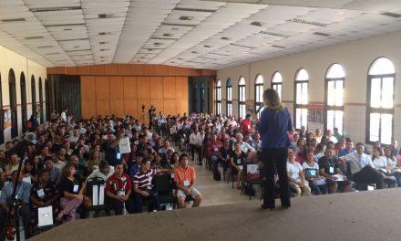 Fórum de Educação e Emprego lota capela no Amazonas