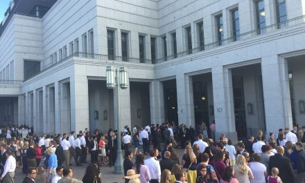O que acontece na praça do Templo em um dia de Conferência
