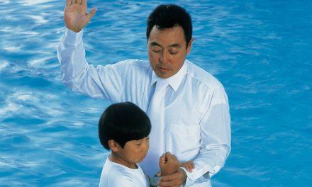 Por que os mórmons não fazem o batismo de bebês?