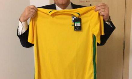 Apóstolo Renlund Comemora seu Aniversário no Brasil