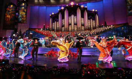 Tradições de Natal latinas celebradas na Praça do Templo
