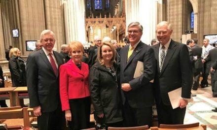 Élder Christofferson oferece oração no Serviço de Oração Nacional nos EUA