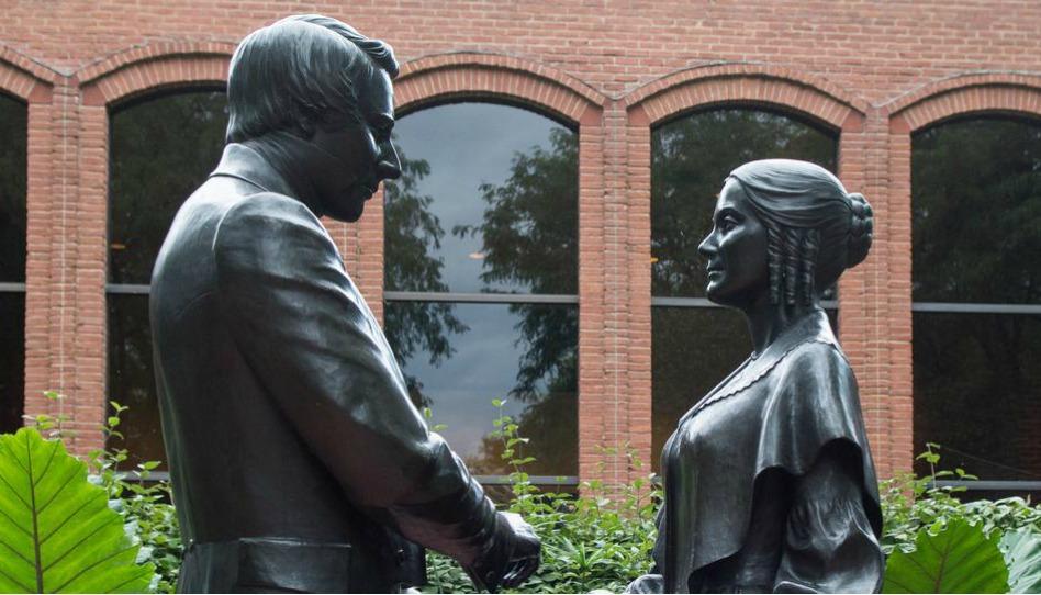Joseph e Emma - aniversário da Sociedade de Socorro