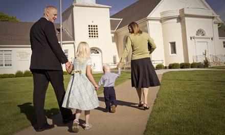 É verdade que os mórmons ficam três horas na Igreja aos domingos?