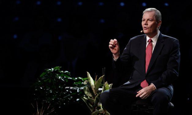 """Elder Stevenson encoraja o uso de tecnologia para espalhar o """"conhecimento de um Salvador"""""""