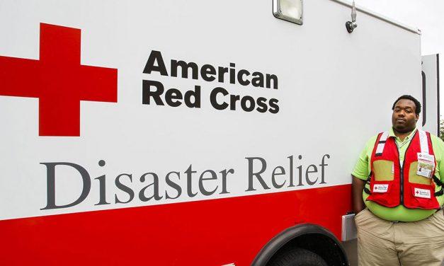 Igreja SUD faz doação para a Cruz Vermelha nos Estados Unidos
