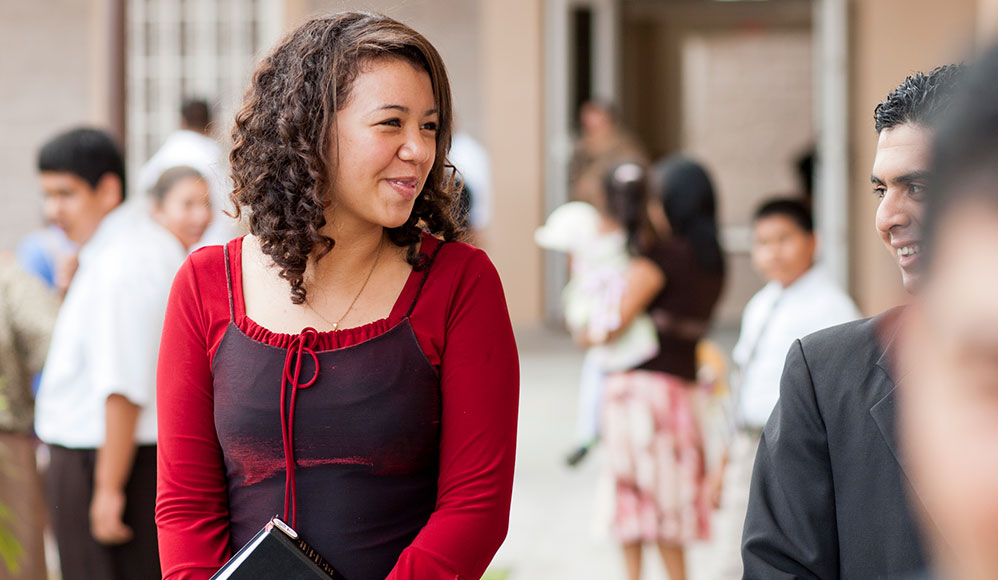Como Ajudar Membros Novos e Reativados a Se Sentir Bem na Igreja