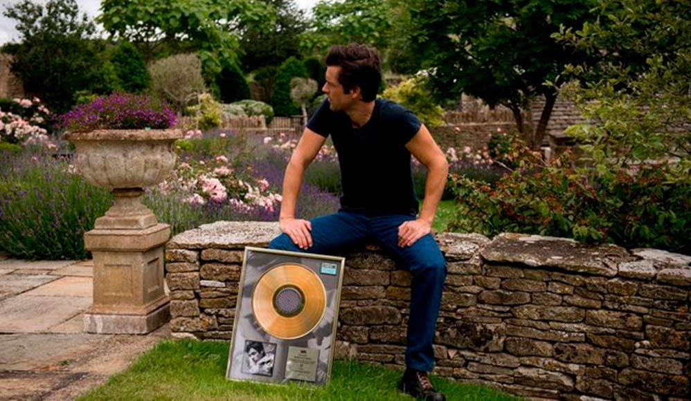 Artista Mórmon, Brandon Flowers, Ganha Disco de Ouro em Seu Álbum Solo
