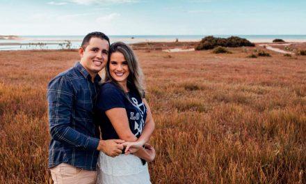 "Casal da Igreja vende ""Dindim do Amor"" para financiar casamento"