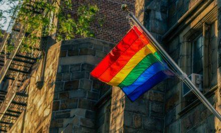 Grupo LGBT Ameaça Universidade por Causa de Estudo Sobre Homossexualidade