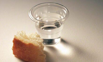 Igreja Faz Pequena Mudança na Oração Sacramental em Francês