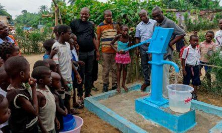Mórmons Levam Água Potável Para Famílias na República Democrática do Congo