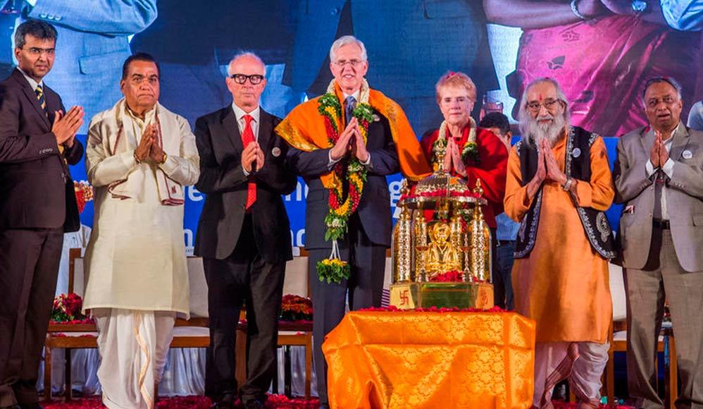 Apóstolo Mórmon Recebe Prêmio Mundial da Paz na Indía