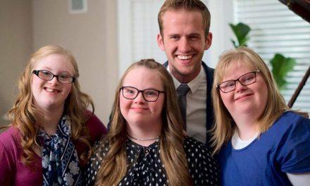 Três Adolescentes SUD com Síndrome de Down Fazem Sucesso na Internet