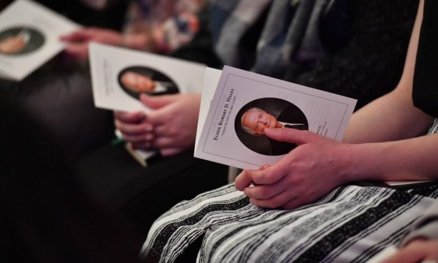 A Experiência de Quase-Morte do Élder Hales e Outras Lembranças Compartilhadas por Líderes da Igreja em Seu Funeral