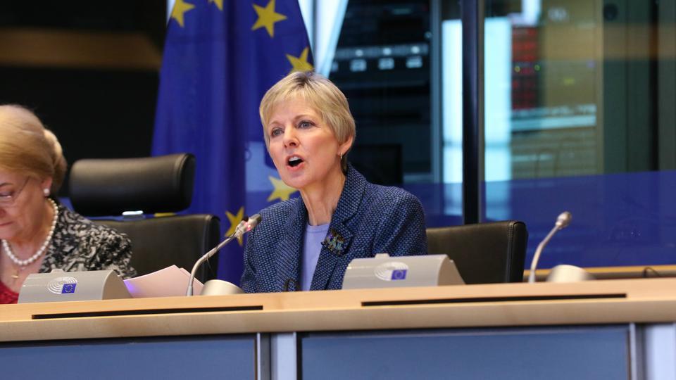 Líder das Mulheres Mórmons Fala na Conferência do Parlamento Europeu