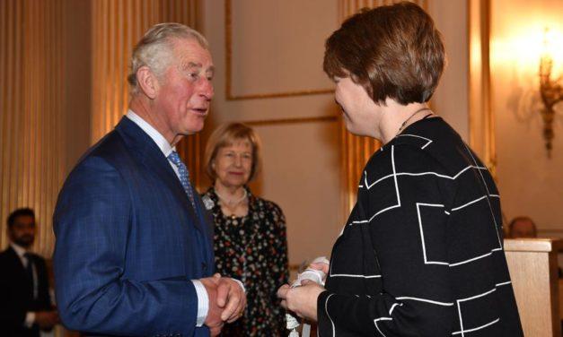 Príncipe Charles Homenageia Auxílio Humanitário da Igreja em Evento em Londres