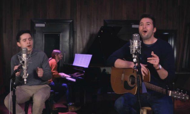 """David Archuleta e Nathan Pacheco cantam versão de """"Perfect"""" de Ed Sheeran"""