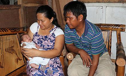 Após perder filha única para o Tufão Haiyan, casal mórmon encontra a cura