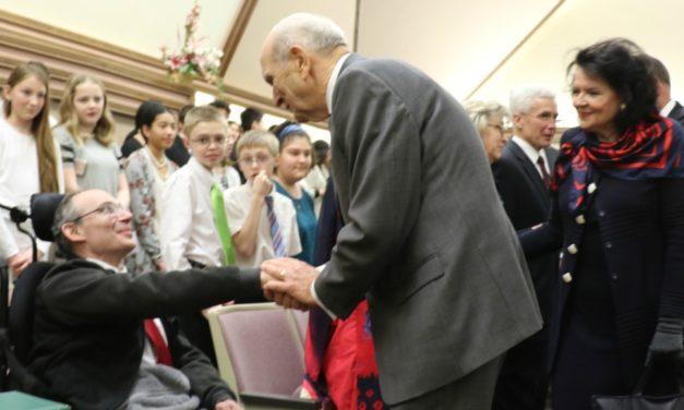Presidente Nelson fala em conferência de estaca: 'Estamos todos juntos nesse trabalho'