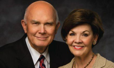 A irmã Oaks compartilha como foi ser solteira na igreja por 60 anos