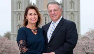 Élder Ulisses Soares e sua esposa