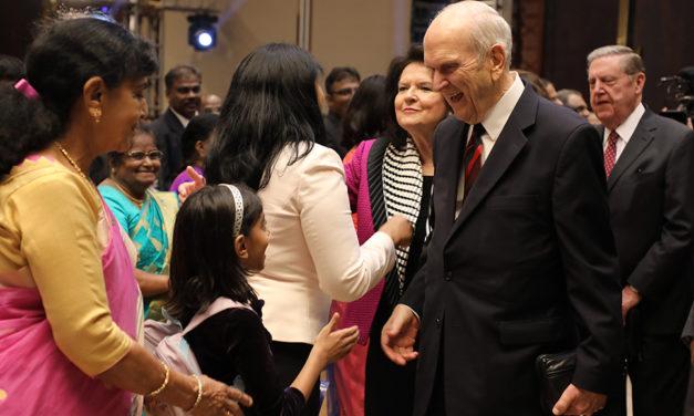 Presidente Nelson chega a Bangalore, Índia em sua viagem de ministério pelo mundo