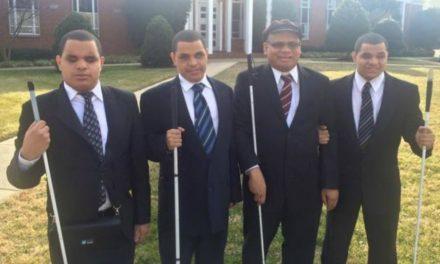 Pai cego adota trigêmeos com cegueira e forma família eterna