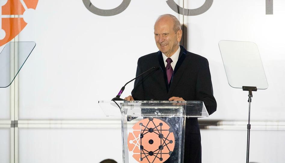 Presidente Nelson é homenageado por contribuições na medicina