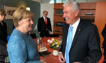 Élder Uchtdorf visita chanceler alemã Angela Merkel em Berlim