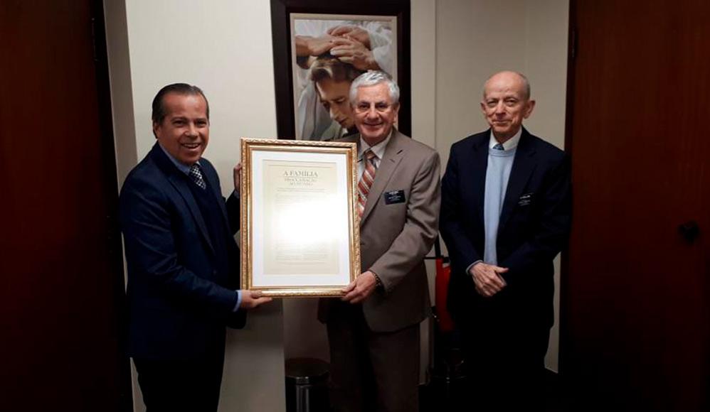 Deputado estadual visita escritórios da Igreja de Jesus Cristo em São Paulo
